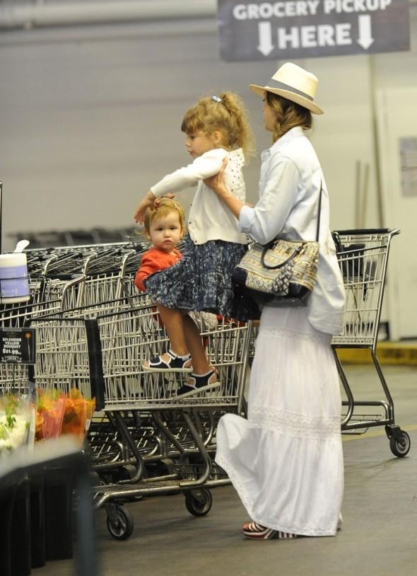 Jessica+Alba+Jessica+Alba+Shops+Whole+Foods+qRu2hijK4NVx